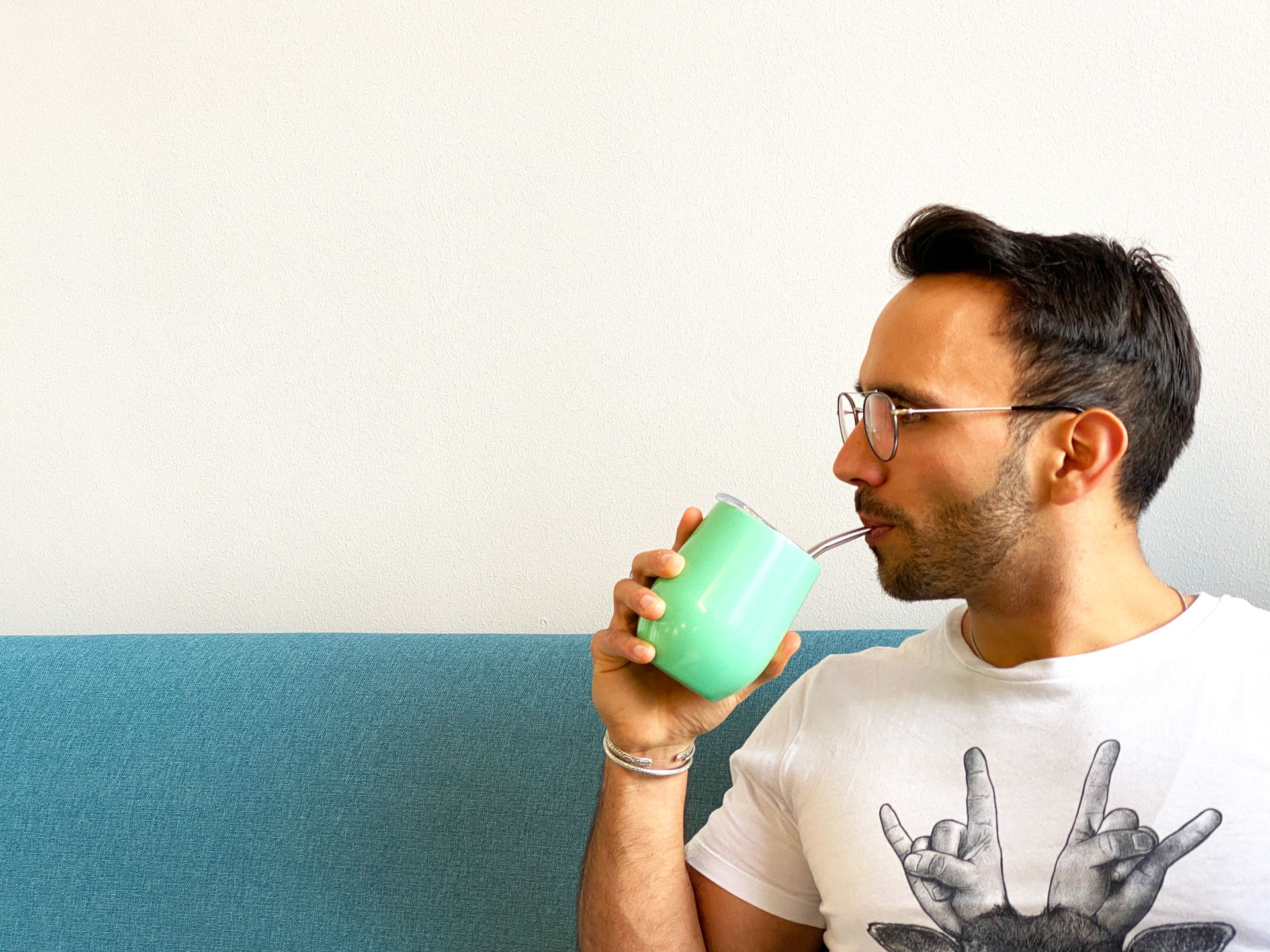 Mann trinkt Mate in Gaucho Gordo
